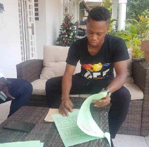 Former WAFA talisman Zakaria Mumuni signs for giants Asante Kotoko